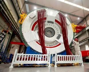 国内首台海上半直驱永磁同步风力发电机下线