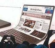 联想展示屏幕可弯曲的笔记本电脑