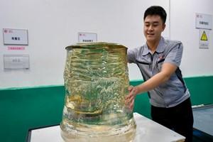 中国诞生全球最大450公斤级蓝宝石晶