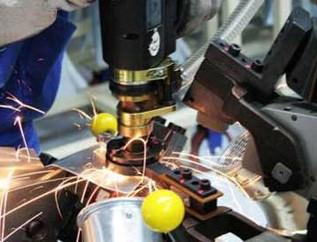 QP980激光焊接接头组织转变与变形