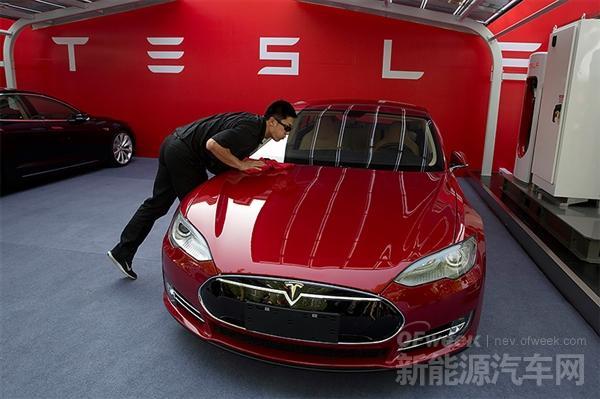 中国新能源车市:比亚迪笑 特斯拉哭