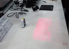 """【组图】3D虚拟激光键盘""""诞生""""移动办公室"""