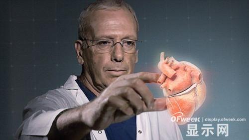 医用3D全息图像可飘浮在空中,医生能通过触控笔或直接用双手与其互动。