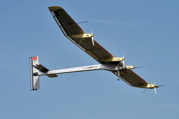 太阳能飞机:白天锂电池储备能量 夜里慢速滑翔