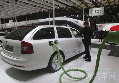 11月我国新能源汽车产量同比增10倍