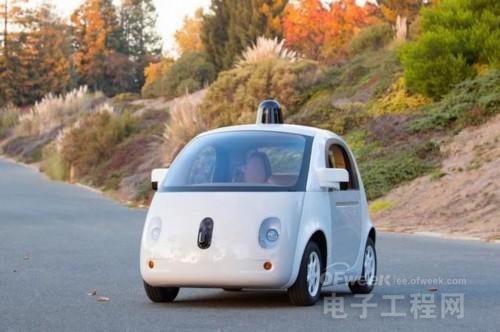 谷歌历史性事件:造出首台完整功能无人驾驶车 明年上路