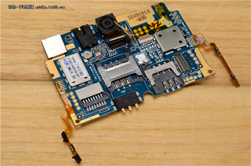 钛客主板图纸的爱马全息主要是sim卡小象和连接器,没有过度的芯片.手机正面仕插槽图片