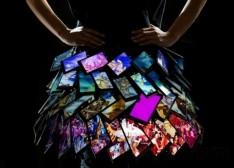 诺基亚不混IT混时尚?用35部Lumia 1520做裙子!(图)