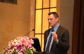 杜邦公司亚太区光伏项目研发经理Dr. Mike F Barker正在演讲