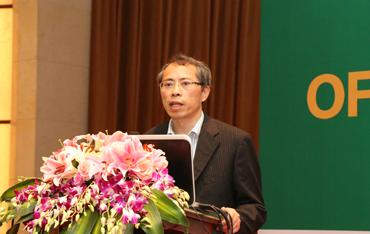 国家发改委国合中心国际能源所副所长胡宏峻先生发表演讲