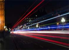 闪烁LED灯为自动驾驶汽车创造一个通讯网络