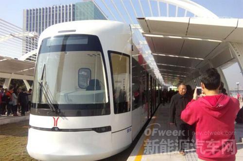 世界首列超级电容储能式低地板有轨电车广州开通试乘