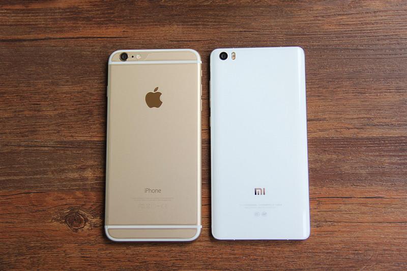 上面两幅图中,两部手机都表现出了旗舰级的拍照水平,相较而言,iPhone在宽容度方面略胜一筹,图片明亮、阴暗的部位都得到较好的体现;而小米Note胜在色彩丰富,对比度强烈,整体色调更夺人眼球。     小米Note     iPhone 6   夜景方面,小米Note的表现同样令人满意,画面非常通透,路灯的眩光控制比iPhone 6还要出色。      小米Note      iPhone 6     小米Note     iPhone 6      小米Note      iPhone 6   小米