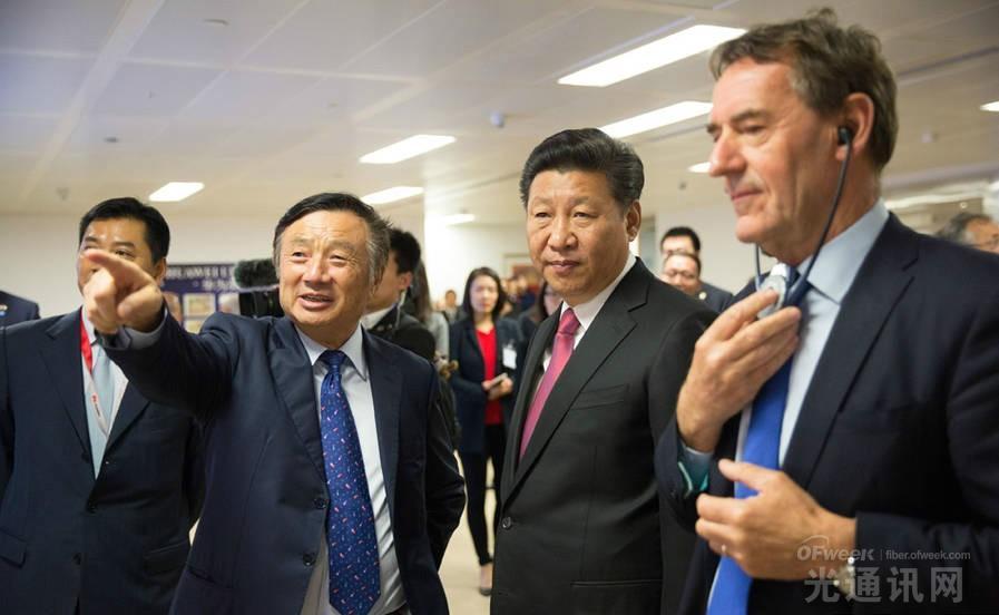 任正非陪同习近平参观华为英国分公司的总部