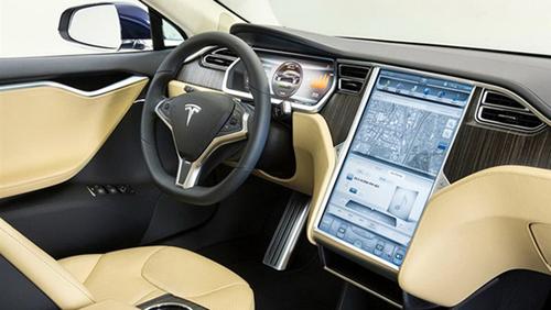 能在汽车超速时提醒司机;其他传感器对汽车行驶有更大影响,例如能使