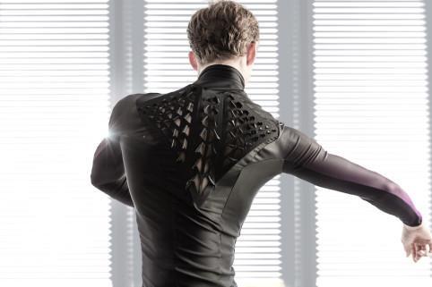 生物材料衣服诞生:人体出汗自动增强透气性