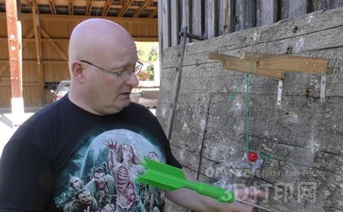 """城会玩:世界最长弹弓发射3D打印""""火箭""""!"""