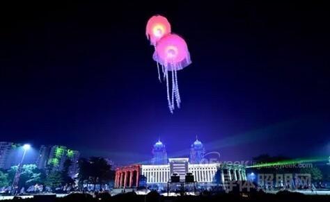 另外在广州塔,东塔,西塔三个广州标志性高点将表演