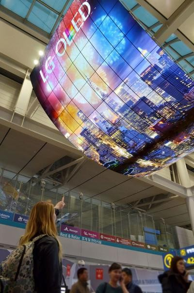 LG-13x8-m-OLED-TV-installation-incheon-below-img_assist-400x604