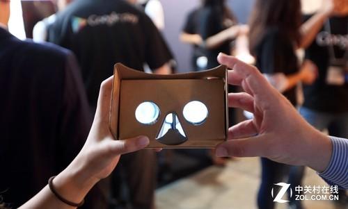 目前VR只是虚拟显示设备的雏形,简单的构造加上低廉的售价,最大的好处便是让普通用户可以接触到VR概念,虚拟现实的未来才是无可限量。