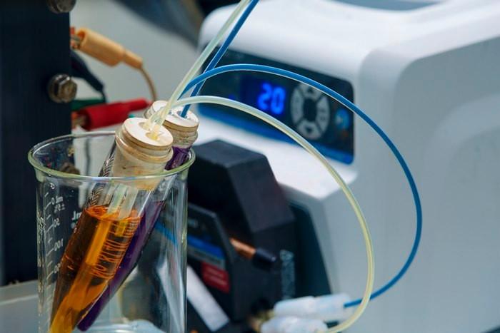 美国研发新型液流电池 成本比钒电池低60%