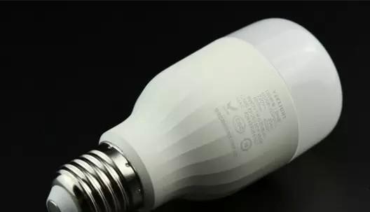 小米Yeelight_LED智能灯白光版体验评测
