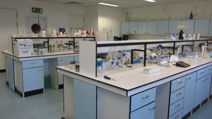 对于实验室不再需要的试剂,在学校范围内免费转让,不但能有效利用和