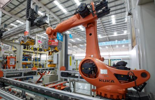 """机器人可以说是智能制造的""""硬货"""",美的计划保有机器人1万台"""