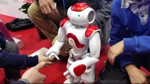 """未来机器人:""""中用""""比""""好看""""更重要"""