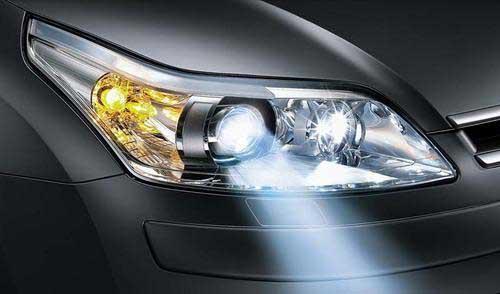 汽车弯道照明系统配搭led大灯,马路狂飙高清图片