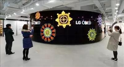 LG完成首尔塔大型OLED电视雕塑安装