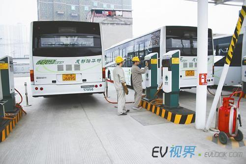 成都:手机app可预约充电 兴建密集型电动汽车充电桩