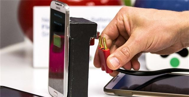 以色列新型电池组问世:1分钟充满电!