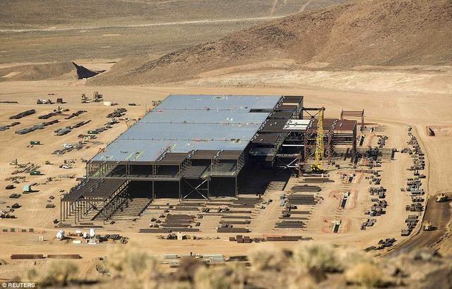 特斯拉超级电池工厂于沙漠中崛起!