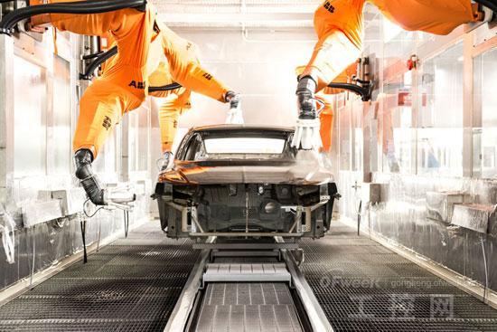 据介绍,春晓基地拥有冲压、焊装、涂装、总装四大车间,同时引进了多家外资高端企业所提供的高品质零部件。例如,冲压车间是目前国际领先的自动化程度最高的冲压生产线之一,主要模具全部来自日本荻原、西班牙MATRICI等国际知名模具厂家合作设计,并且全线配备ABB公司7轴高速机器人,实现从拆垛、清洗、上料、传输、下料全过程自动化。另外,整条生产线均采用防尘降噪的全封闭式技术,确保噪音控制在85分贝以下,是目前国际先进的全自动化冲压生产线。