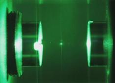 激光冷却纳米球至绝对零度 制造物体的量子现象
