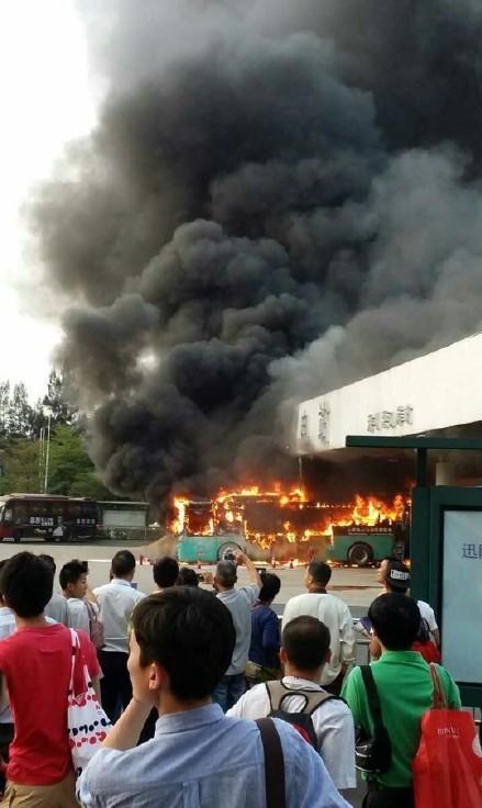 深圳五洲龙纯电动巴士电池起火