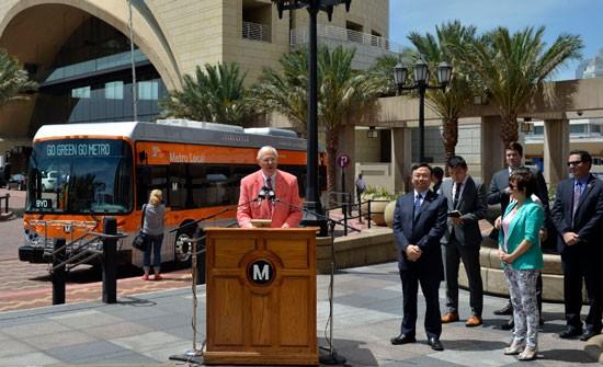 比亚迪:首批5台纯电动大巴正式交付洛杉矶