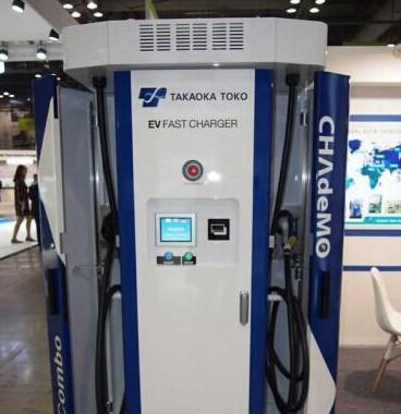 东光高岳展出新型快速充电器可同时为不同标准EV充电