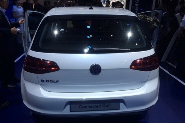 大众发布高尔夫互联概念车 可无线充电 远程遥控停车