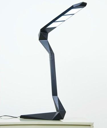 蔡雪婷设计制作的模块化灯具系列,包含了台灯和吊灯.