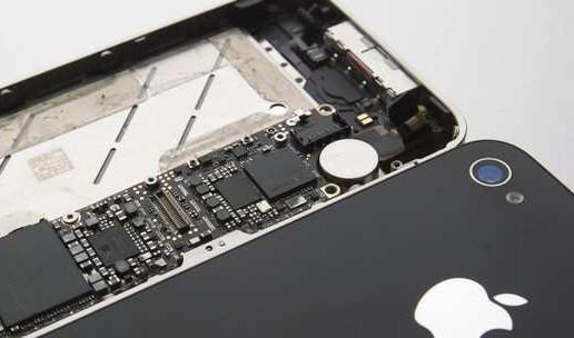 最新款iPhone给苹果(Apple)带来了空前的需求,从东京到台北的苹果供应商也从中分了一杯羹。今年第二财季,iPhone销量同比上涨40%,将苹果视为最大主顾的日本储能陶瓷电容器制造商村田制作所(Murata)表示,其营业利润同比上涨了116%。   为iPhone供应摄像头模块的台湾大立光电(Largan)的利润增长了61%,而韩国iPhone屏幕供应商乐金显示(LG Display)的利润则是一年前的近8倍。   苹果供应链利润的飙涨,体现了智能手机市场转变,对作为行业基石的亚洲零部件供应商和装