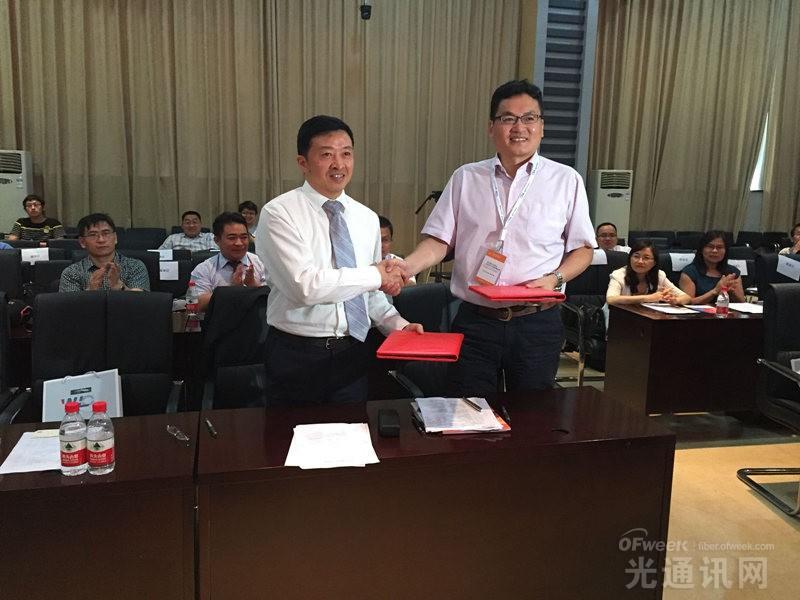 长飞光纤光缆制备技术国家重点实验室与华科大光电学院签署合作协议