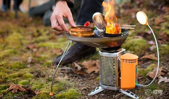 一边烤串一边充电 你们真的不怕手机烤化吗?