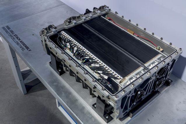 宝马大战特斯拉:氢燃料电池pk锂电池图片
