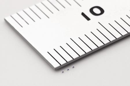 日本发明世界最小电子元器件 比沙粒还小