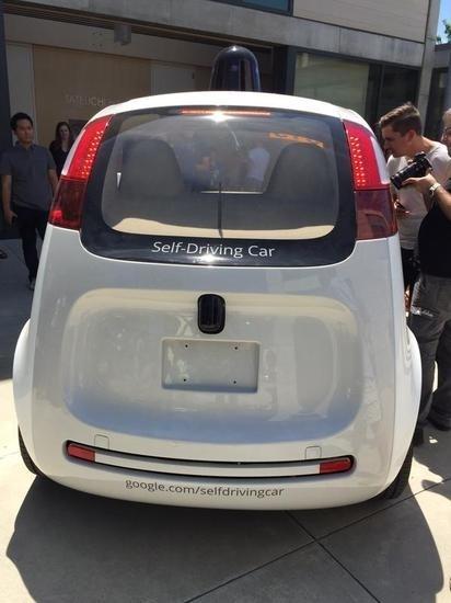 谷歌无人驾驶汽车 小身材 大肚囊高清图片