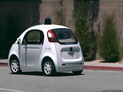 尾随一辆谷歌无人驾驶汽车耍耍