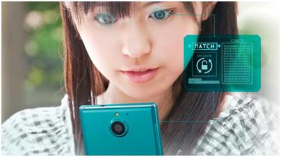 球首款采用虹膜扫描解锁的智能手机.图片来源:富士通/NTT