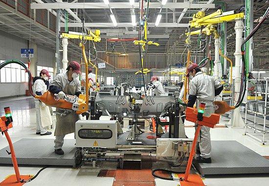 """生产线满是""""洋品牌""""机器人 中国制造需冲破封锁线"""